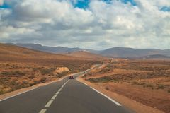 Lunga strada al bech di Legzira, Sidi Ifni, Marocco immagine stock libera da diritti
