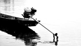 Lungamente, coda, barca, in bianco e nero Fotografie Stock