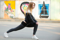 Lunge exercises before morning jogging Stock Photography