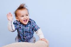 Lunghi in tensione e fanno prosperareare bambino Fotografie Stock Libere da Diritti