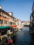 Lungo il canale a Venezia Fotografia Stock