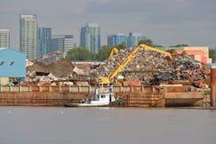 Lungofiume e città industriali pesanti Fotografie Stock Libere da Diritti