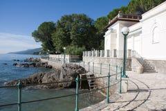 Lungomare del percorso di escursione lungo il litorale adriatico Fotografia Stock