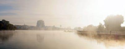Lungomare di autunno della città Fotografie Stock
