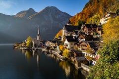 Lungomare di Hallstatt in autunno Fotografia Stock