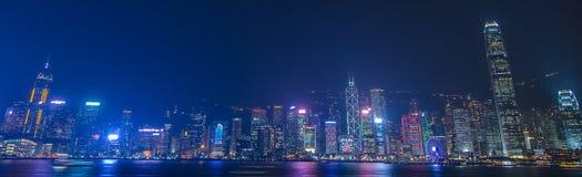 Lungomare di paesaggio urbano di Hong Kong sopra il porto di Victoria, Immagini Stock