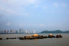 Lungomare di Zhuhai City Road allineato con gli amanti della roccia Fotografia Stock