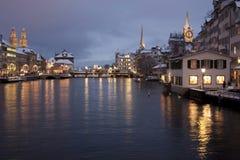 Lungomare di Zurigo nell'orario invernale Immagini Stock Libere da Diritti