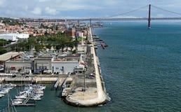 Lungomare e 25 de April Bridge dalla cima del monumento t Fotografia Stock Libera da Diritti