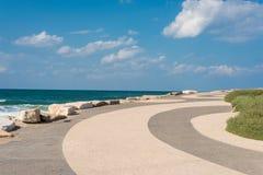 Lungonmare dal mar Mediterraneo a Tel Aviv Immagine Stock