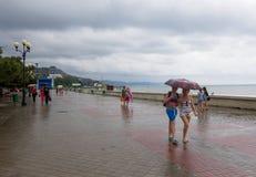 Lungonmare di Alushta in tempo piovoso Immagine Stock
