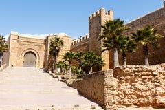 Lungonmare e Kasbah di Bou Regreg del fiume in Medina di Rabat, Marocco fotografie stock