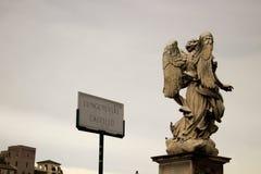 Lungotevere Castello天使雕象,在梵蒂冈罗马意大利 免版税图库摄影