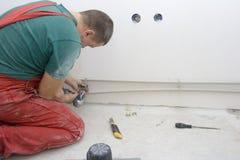 Luoghi di perforazione per i tubi di acqua della riparazione Fotografie Stock Libere da Diritti