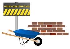 Luogo in costruzione con la carriola e la parete Fotografie Stock Libere da Diritti