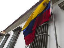 Luogo di nascita Caracas Venezuela della casa di Simon Bolivar e bandiera del Venezuela fotografie stock libere da diritti