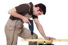 Luogo di perforazione dell'uomo in legno Immagini Stock