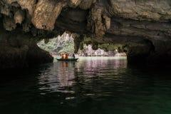 Luon grotta Arkivfoton