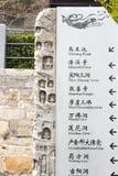 LUOYANG, 14 CHINA-MAART: Gidsbanner van gravure bij Longmen-Grot Royalty-vrije Stock Foto's