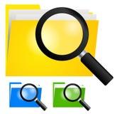 Lupa, buscando el icono de la carpeta en carpetas del color amarillo, azul y verde Fotografía de archivo