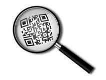 Lupa con qr-código Imagen de archivo