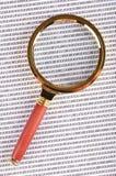 Lupa en el código digital Imagen de archivo libre de regalías
