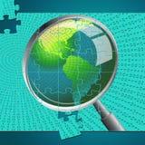 A lupa indica a investigação do exame e examina-a Imagem de Stock
