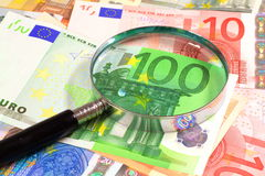 Lupa sobre euros Fotografía de archivo libre de regalías