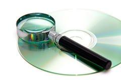 Lupa y CD Imágenes de archivo libres de regalías