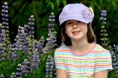 lupin девушки поля Стоковая Фотография