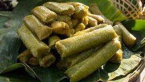 Lupis ou lopis traditionnels de nourriture de pekalongan avec la pile Photographie stock