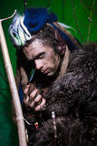 Lupo mannaro muscolare del ritratto con i dreadlocks con i chiodi lunghi fra Fotografia Stock Libera da Diritti