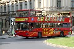 Luppolo sul luppolo fuori dal bus di giro guida della città Immagine Stock Libera da Diritti