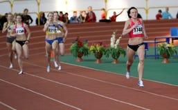 Lupu Nataliia wint eerste plaats op de 800 meters Stock Foto