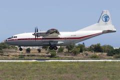 Luqa,马耳他2015年8月18日, :安托诺夫安-12着陆 免版税库存照片