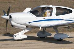 Luqa,马耳他2014年9月29日, :金刚石小型飞机 库存图片
