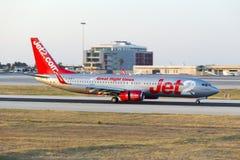 Luqa,马耳他2015年6月2日, :Jet2 737登陆的跑道13 库存照片