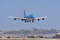 Luqa,马耳他- 2008年6月17日:在决赛的波音747飞机 免版税库存照片