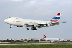 Luqa,马耳他- 2008年3月1日:在决赛的波音747飞机 免版税库存图片
