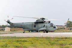Luqa,马耳他2004年9月27日:意大利海军Seaking 库存照片