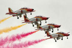 LUQA,马耳他2014年9月27日:西班牙人空军队特技队在马耳他国际Airshow 2014年 图库摄影
