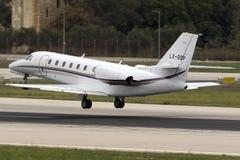 Luqa,马耳他2015年10月22日:赛斯纳喷气机离开 免版税图库摄影