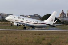 Luqa,马耳他2015年7月9日:巴西航空工业公司170着陆 免版税库存图片