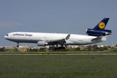 Luqa,马耳他2009年9月23日:MD-11F着陆 免版税库存照片