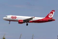 Luqa,马耳他2015年9月26日:Niki A320着陆 库存图片