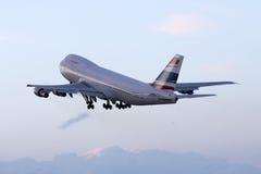 Luqa,马耳他, 2008年3月6日:波音747飞机离开 免版税库存图片