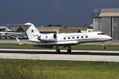 Luqa,马耳他, 2008年10月24日:Gulfstream G-IV着陆 库存照片