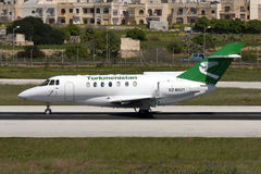 Luqa,马耳他, 2008年3月12日:HS-125离开 库存照片