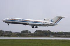 Luqa, Μάλτα - 10 Νοεμβρίου 2008: 727 σε τελικά Στοκ Φωτογραφίες