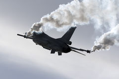 Luqa, Μάλτα - 25 Σεπτεμβρίου 2015: Επίδειξη F-16 Στοκ εικόνες με δικαίωμα ελεύθερης χρήσης